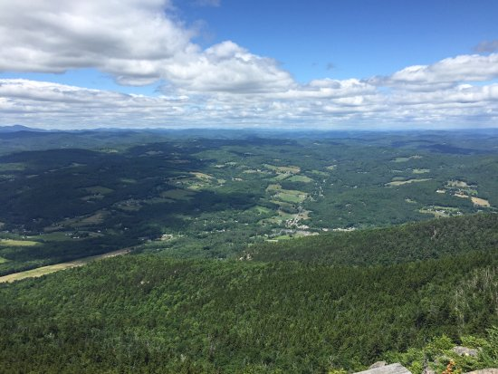 Windsor, Вермонт: Mt. Ascutney observation tower from Weathersfield Trail
