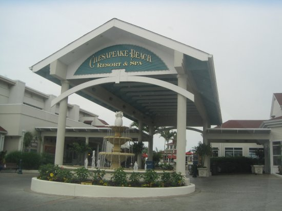 Chesapeake Beach Resort and Spa: Entrance with beautiful fountain