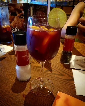 Randolph, MA: The sangria is yum!