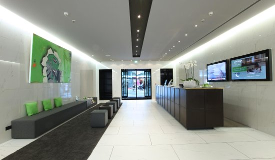Lindner Hotel Am Ku'damm: Lobby Blick auf Ausgang / View on Exit