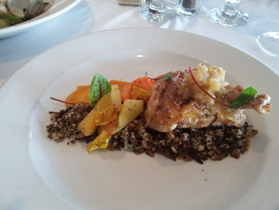 The Gananoque Inn and Spa: Entree at Watermark restaurant