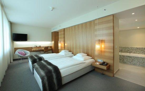 lindner hotel am ku 39 damm berl n recenze a srovn n cen. Black Bedroom Furniture Sets. Home Design Ideas
