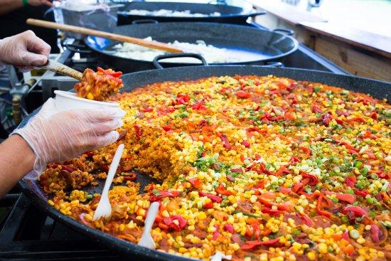 Nedlands, Australien: Delicious Chicken, Chorizo and Corn Paella