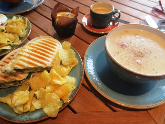Norris Point, Canadá: Panini and smoked cod chowder