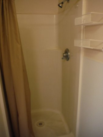 Grande Hot Springs RV Resort: Shower