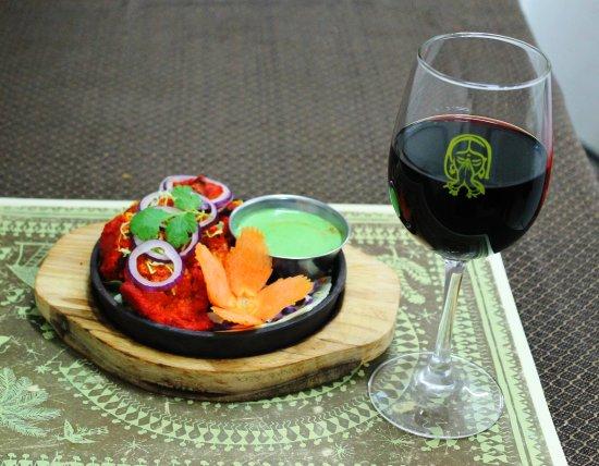 Master of India Restaurant: Chicken Tikka ( Starter) and Red Wine