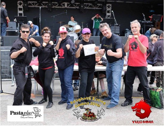 Innisfil, Canadá: 3rd Annual Spaghetti Eating Contest & Exclusive Distributor of CHETTY's Hot Sauces