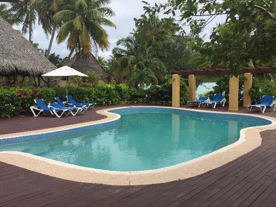 Aitutaki Lagoon Resort & Spa: The main pool