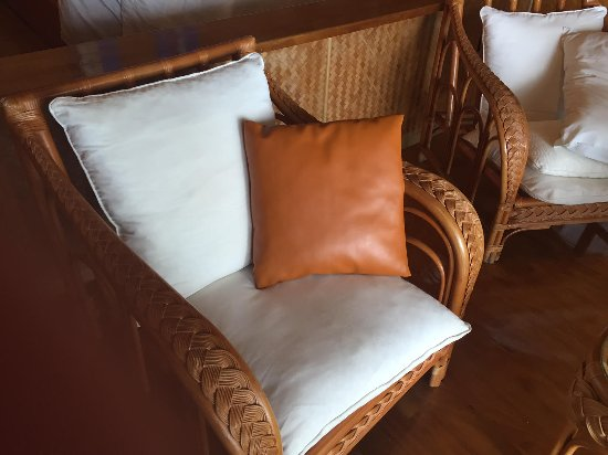 Aitutaki Lagoon Resort & Spa: Plastic cushion, anyone? No, me neither.