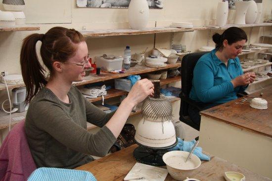 Belleek, UK: Making the basketweave baskets.