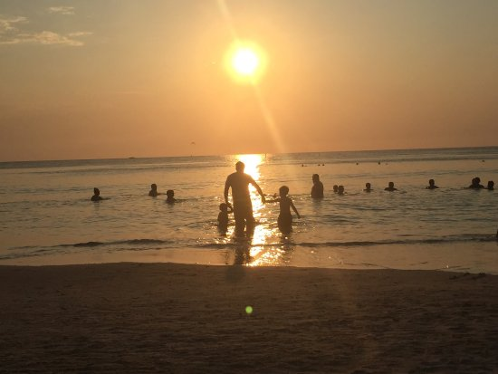 Paradise Beach Hotel: Hermoso lugar, debe mejorar muchos aspectos