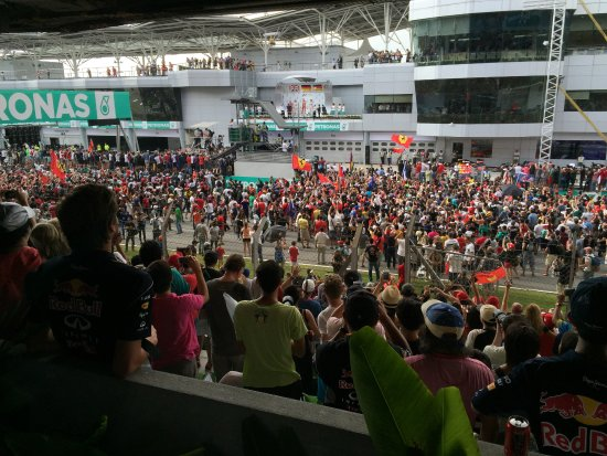 Sepang International Circuit : F1 March 2015: After the race finishes, don't hesitate to run down to the track for pics!