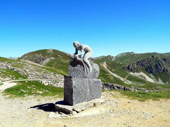 Demonte, Italy: Monumento a pantani