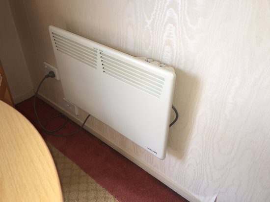 Gulf Harbour Lodge: This small heater doesn't heat the whole room well.