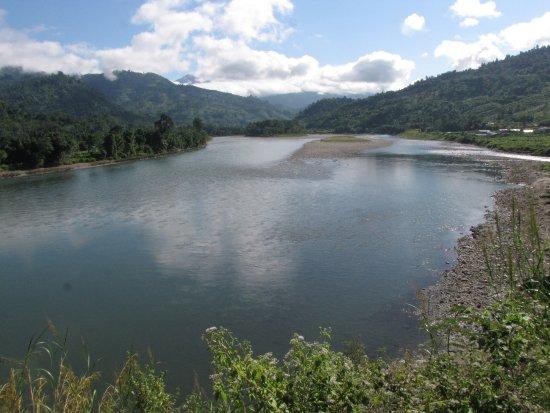 Daporijo, Indien: River Subansiri