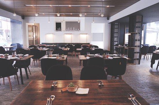 The Waterhouse At South Bund: 호텔과는 별개로 상해에서 굉장히 유명한 레스토랑 테이블 넘버 원