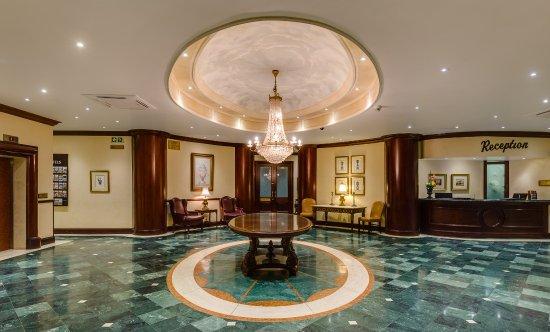 Protea Hotel Edward: Hotel Lobby