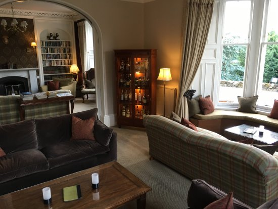 Knockendarroch House Hotel: Common room for a pre dinner drink and relaxing with other guests