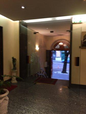 Priscilla Hotel: photo0.jpg