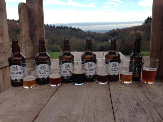 Longhope, UK: Some of our beers on our seating pods with a lovely view.
