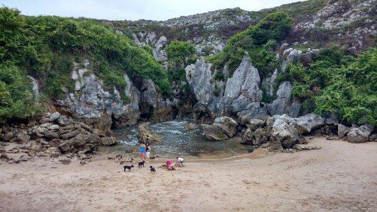 Playa de Gulpiyuri: IMG_20160704_141723_HDR_large.jpg