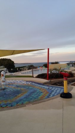 NRMA Merimbula Beach Resort and Holiday Park: Kids pool and big pool with the ocean in the background.