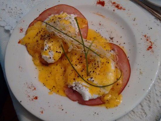 Pinelands, Sudáfrica: Perfect Eggs Benedict.