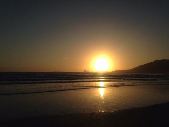Hotel Club Al Moggar: Закат на пляже