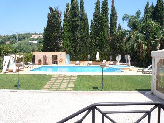 Hotel Parque das Laranjeiras: Por si quereis descansar de playas y visitas, la piscina es muy tranquila