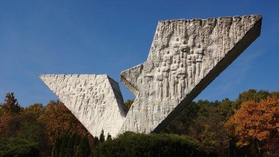 Memorial Park Sumarice : Monumet to schoolkids shot