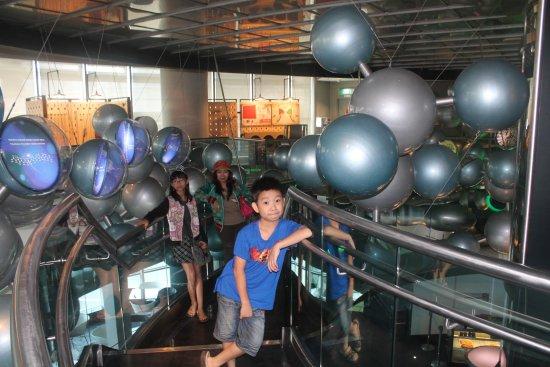Petrosains Science Discovery Centre: dunia atom