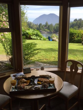 The Tides Inn on Duffin Cove: Breakfast views from our suite