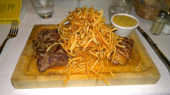 Brasserie Jules: Crispy fries and perfect meat with a delicious sauce. The starter was also very good.