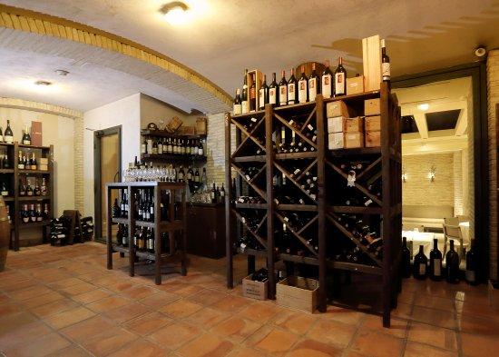 Aragonia Palafox: Bodega Restaurante