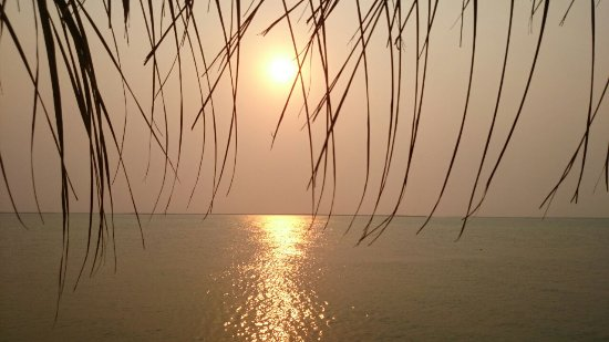 Inhassoro, Mosambik: Sunset over lagoon.