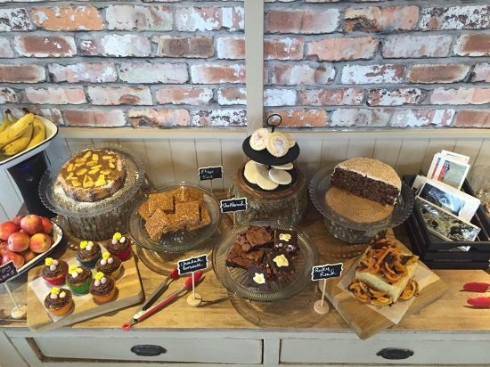 Dumfries and Galloway, UK: Cake Table