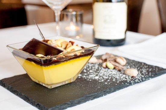Stuzzico London - Pistachio mousse with dark chocolate sauce
