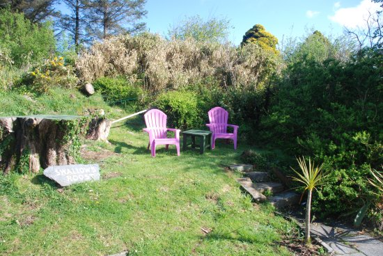 Carbery Cottage Guest Lodge: Swallows Roost Garden