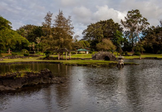 Castle Hilo Hawaiian Hotel: Nearby park and grounds