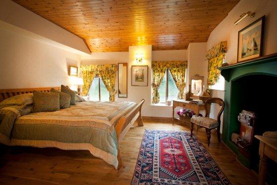 Bettystown, Irlanda: The Cottages Ireland~ Thatcher's Rest Cottage Master Suite