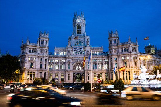 Context Madrid Tours: Palacio de Cibeles by night