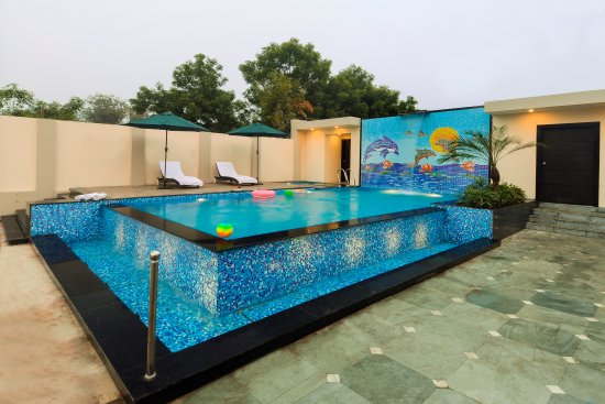 Hotel Royale Residency: Swimming Pool