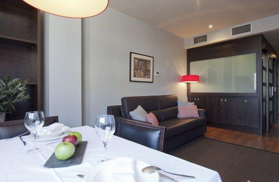 Suites Center Barcelona: Sala de estar