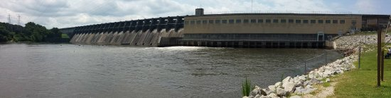 Lake Motel & Efficiencies: John H. Kerr dam and reservoir just up the road from Lake Motel