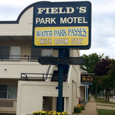 Field's Park Motel: Park Motel front sign