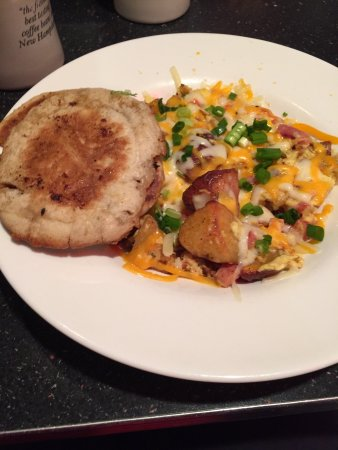 The Roundabout Diner & Lounge: breakfast bowl and grilled english