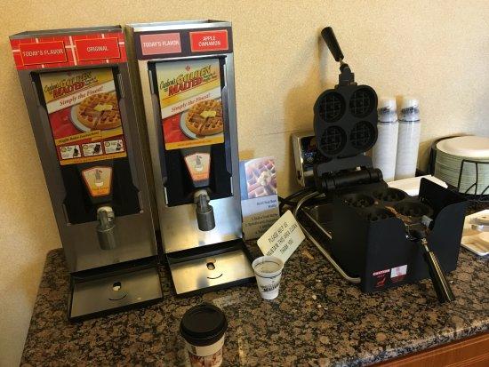 Best Western Los Angeles Worldport Hotel: 朝食を食べるところです(無料)