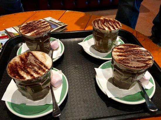 Middle Swan, Αυστραλία: Hot chocolates. Y.U.M.