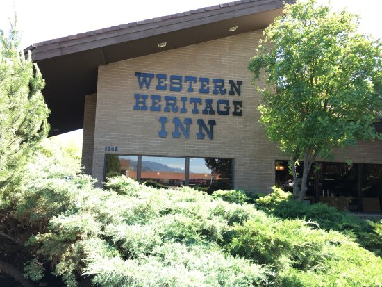 Western Heritage Inn: Exterior