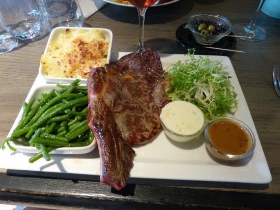 Saint-Mande, Francia: Kotelett, Prinzessbohn und Kartoffelgratin mit Salat